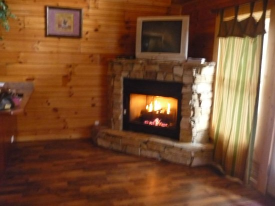 My Cabin Vacation: Fireplace and TV in Upstairs Living Room