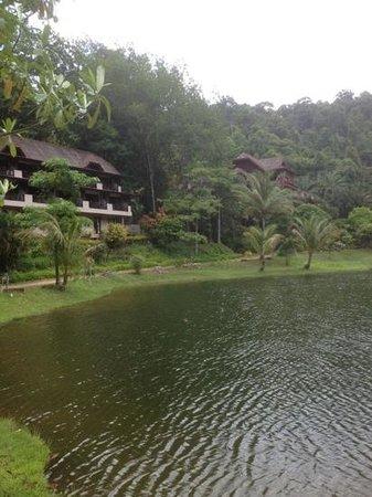 Kuraburi Greenview Resort: view from the lakeside
