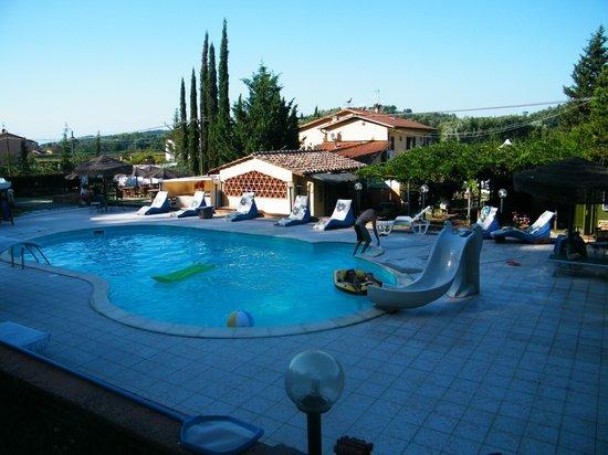 Stunning la gioconda ristorante piscina in giardino with for Quanto costa una mega villa