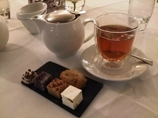 Villa la Ruche : tea and sweets