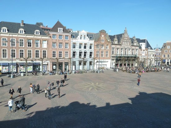 Bed and Breakfast L'Anders: View of the Grote Markt from bedroom window