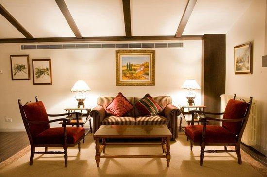 Printania Palace: Suite Living Room