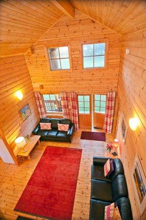 Big Sky Lodges: Wildcat Lodge living room