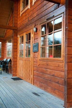Big Sky Lodges: Rowan Lodge veranda