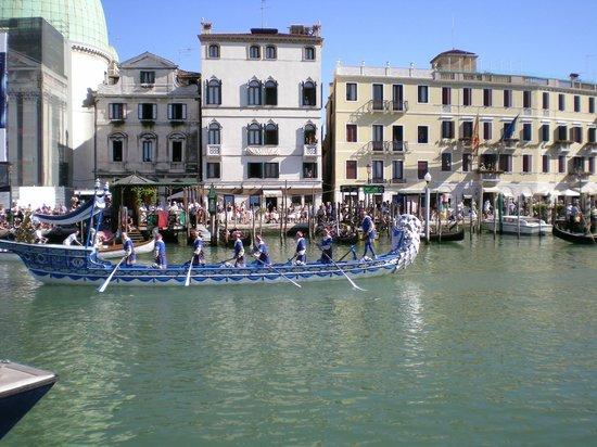 Hotel Antiche Figure : Historical Venice Regata