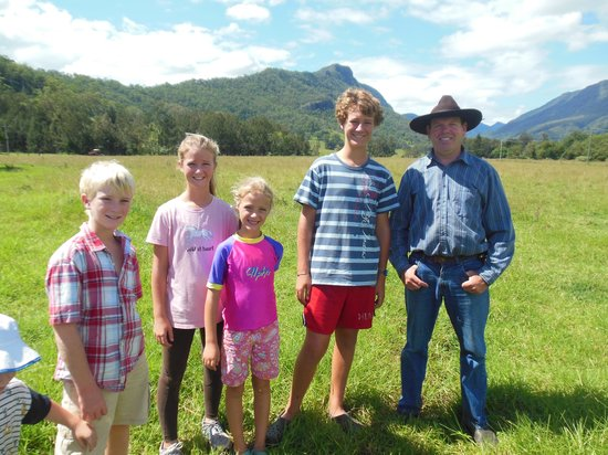 Cedar Glen Farmstay: Nigel with the kids