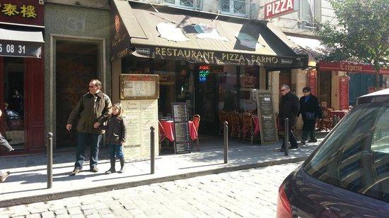 Pizza Sarno: Entrada del restaurante