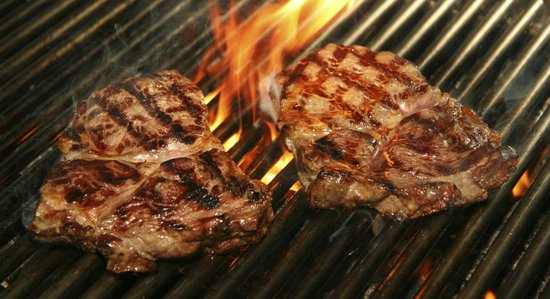 Allie's American Grille: Enjoy a traditional steakhouse experience