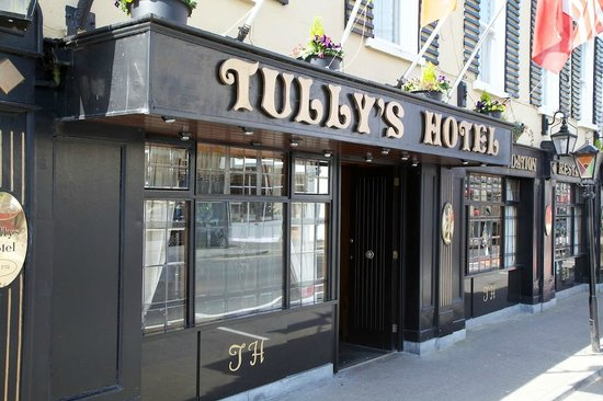 Tullys Hotel: The front of house at Tulley's Hotel, Castlrea
