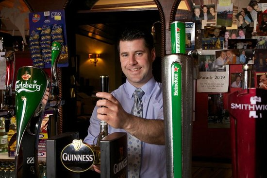 Tullys Hotel: Friendly Irish Bar