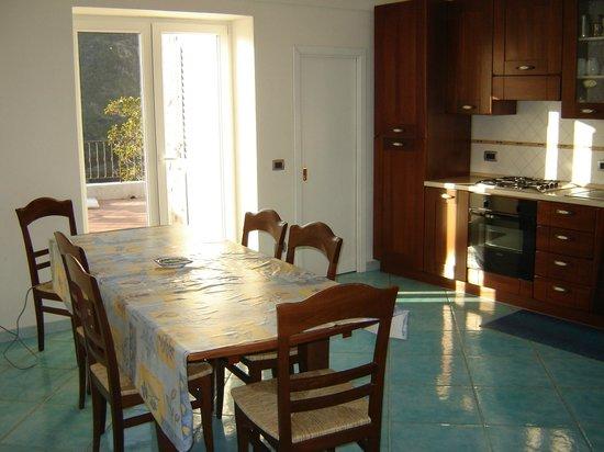 Villa Casola : Kitchen