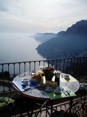 Villa Casola : Terrace Breakfast