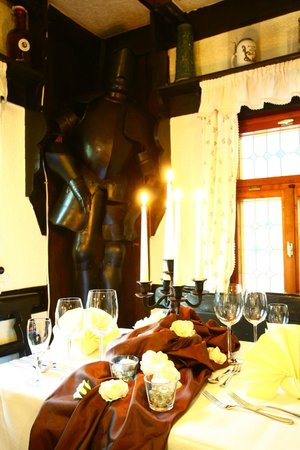 Hotel und Restaurant Köhlerhütte: Candle Light Dinner in der historischen Köhlerstube