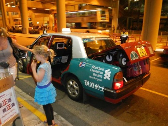 Metropark Hotel Kowloon: Taxi at the Airport