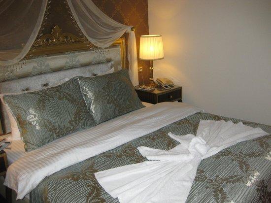 Saint John Hotel: Rom i 1 etg mot bassengområdet