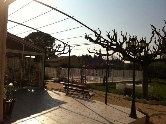 Le jardin photo de la farigoule caumont sur durance for Caumont sur durance jardin romain