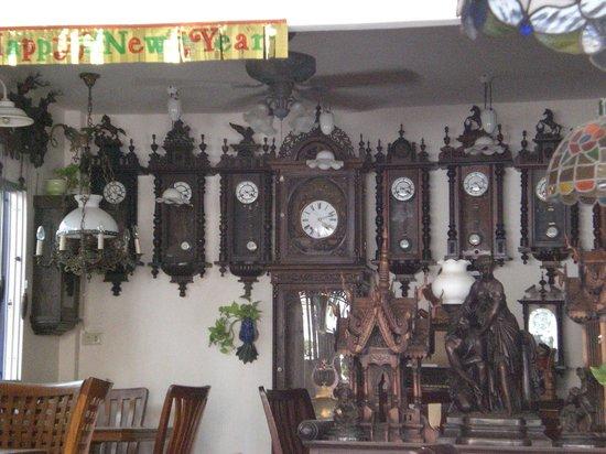 Restaurant Aroy : Uhrensammlung