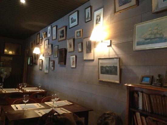 Les Cabines: salle arrière du restaurant