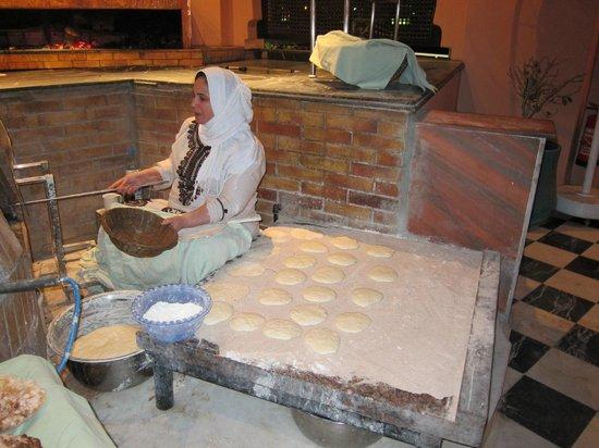 Sofitel Cairo El Gezirah: Egyptian bread preparation