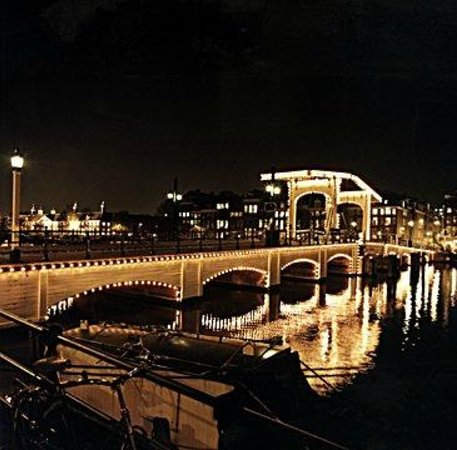 "The Prinsen Boat: The famous 'Skinny Bridge"""
