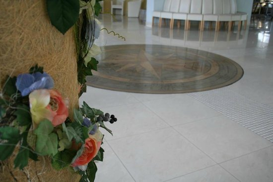 """Libava Hotel: The """"Wind Rose"""" - decoration of the hall"""