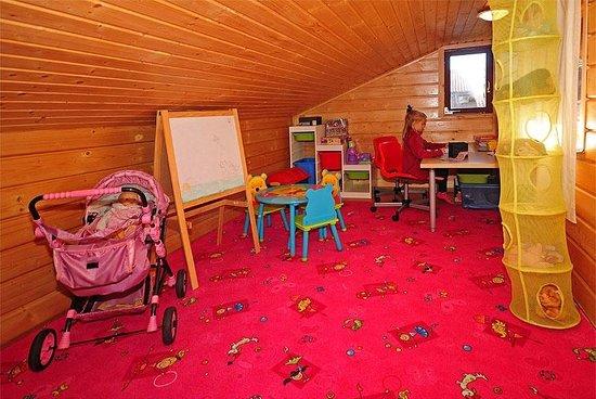 VIP Apartmany Besenova: Lounge with playground for children
