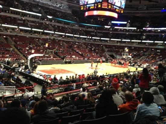 view from section 103 row 14 seat 12 picture of united center