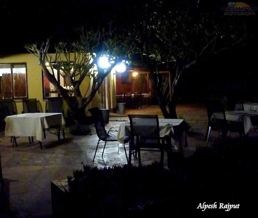 Wellvale Private River Resort: Dinning area at night