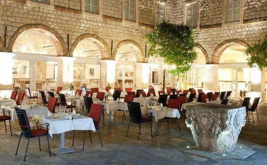 Klarisa Restaurant - Mediterranean delicacies: Terrace at night
