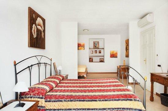 Bed & Breakfast Via del Centro : Matrimoniale / Tripla Italia