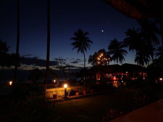 Vitton & Woodland Beach Resorts: photo from restaurant at sunset