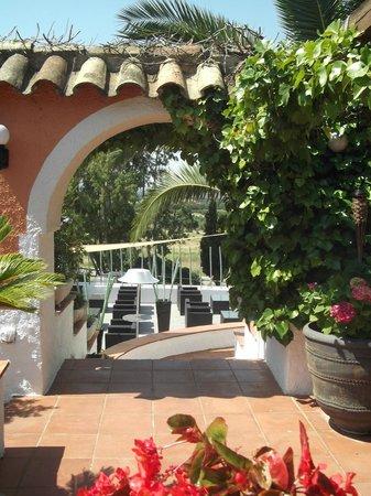 Parc infantil con ponis photo de mas lledoner rosas for Jardines de poni