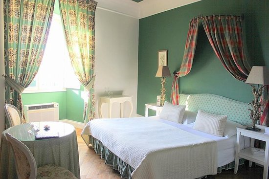 """Chateau de Rochegude : Our room (""""Thyme"""")"""