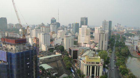 Renaissance Riverside Hotel Saigon: View From Hotel Rooftop Pool Area
