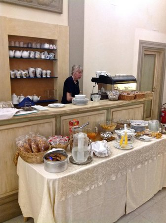 Hotel Burchianti: Morning breakfast with cappucinos