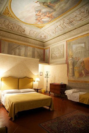 Hotel Burchianti: Room with frescoes
