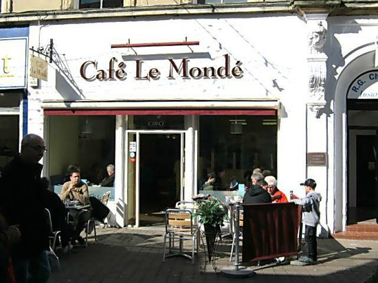 Cafe Le Monde: A sunny Wednesday April afternoon