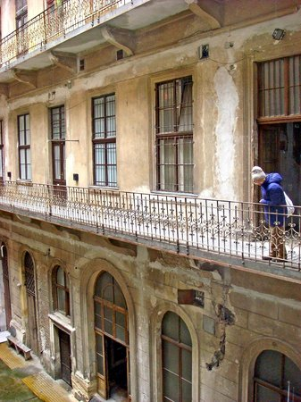 Budapest Best Apartments : Courtyard side of appartment in 1871 listed building