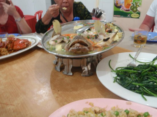 Sri Mahkota Seafood Restaurant: Steamed garupa and other dishes