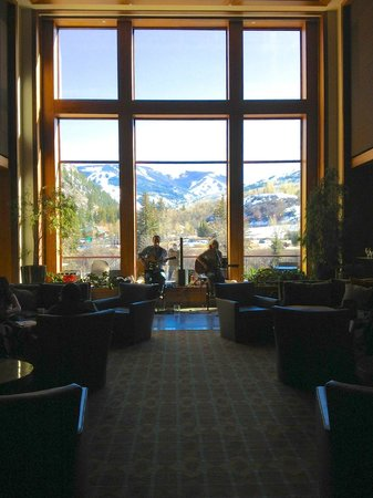Westin Riverfront Resort & Spa: Foyer lounge, gathering space, bar with live musicians
