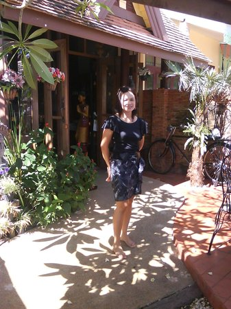 Palm Sweet Hotel : Oun, the owner in front of hotel
