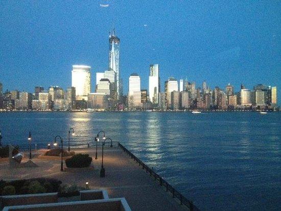 Vu: View from the restaurant towards Manhattan