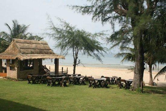 Good Days Lanta Beach Resort: Bar