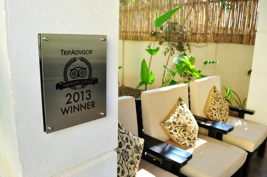 Check Inn Siem Reap: the lobby and trip advisor sign. congratulations!