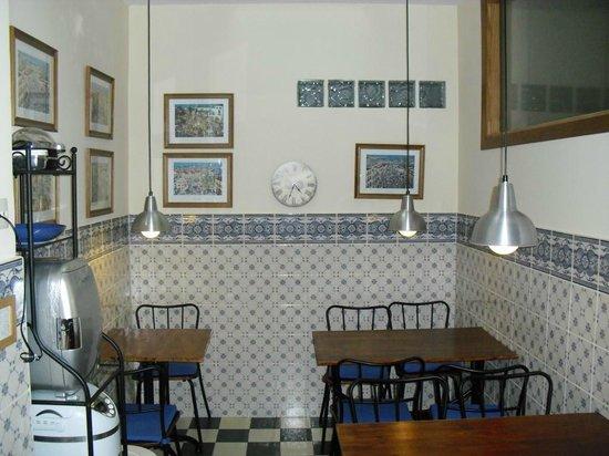 Malaga Lodge: Küche Mit Essbereich