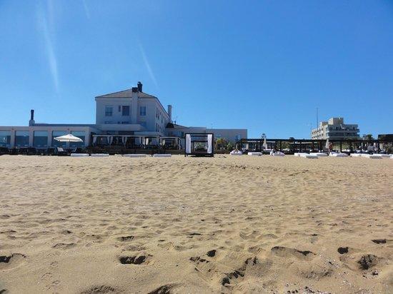 سيرينا هوتل: hotel pé na areia
