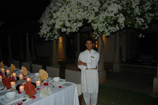 Shreyas Yoga Retreat: one of the great staff at a dinner setting