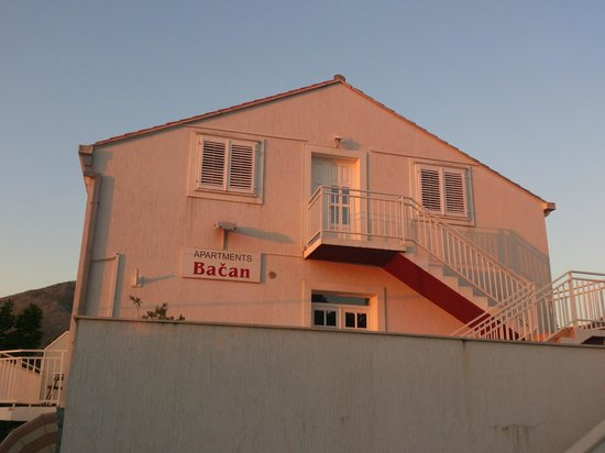 Bacan Serviced Apartments: Apartments