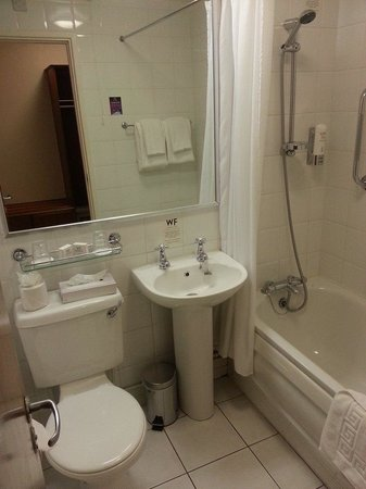 Waterfoot Hotel: Bathroom