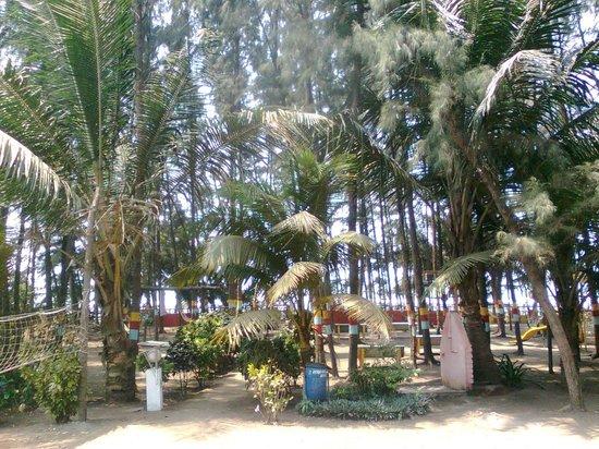 Hotel Dreamland Inn: Towards Beach
